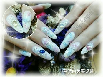 凝膠彩繪指甲